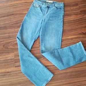 Levis straight leg jeans size 4