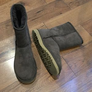 AUTHENTIC UGG BROWN SHORT BOOTS