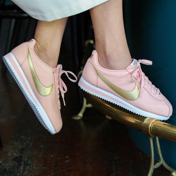 separation shoes 3b7e5 0ddf3 NWT Nike Cortez leather 🦄👄