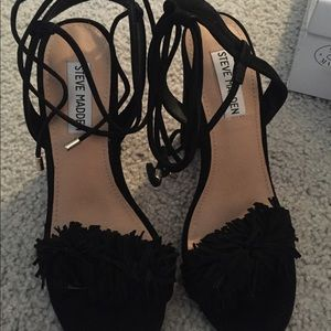 Black sandal with fringe front