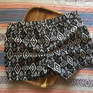 Old Navy Womens Size 12 Tribal Print Shorts
