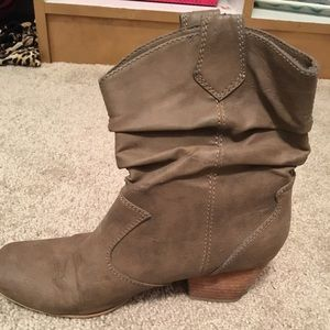 Rampage Tan leather booties! Size 6
