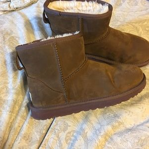 Mini ugg boots size 9 brown
