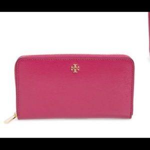 Tory Burch Robinson Full Zip Wallet in Pink