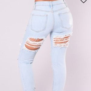 NEW Fashion Nova ripped jeans and rips in back NWT