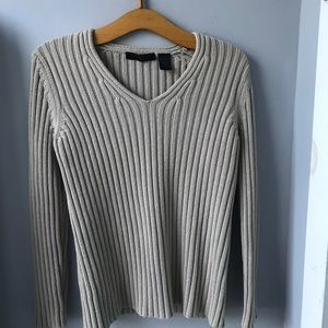 Express.. A great v- neck winter ❄️ sweater.. med