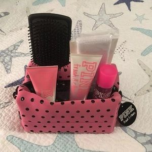 NWT VS Pink Fresh & Clean Beauty Kit  Retail $42