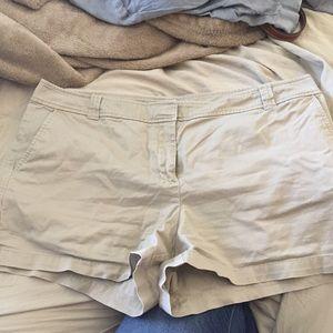 New York & co khaki shorts