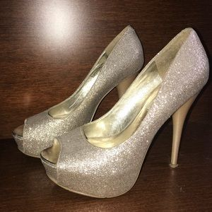 Steve Madden gold glitter peep toe pumps
