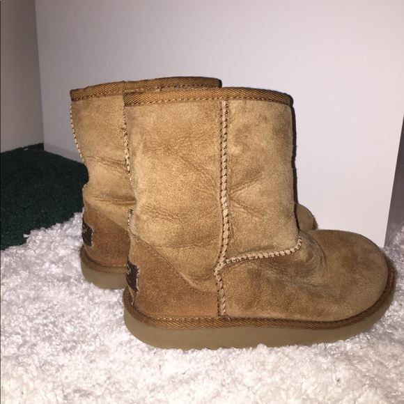 girls short uggs