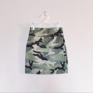 Camouflage mini pencil skirt