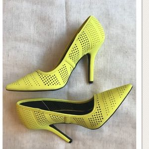 Awesome Yellow Heels