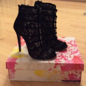 Chinese Laundry jingle black lace bootie-size 7