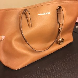 Michael Kors Jetset Travel Tote in Luggage.