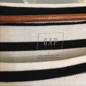Gap crew neck black and white top