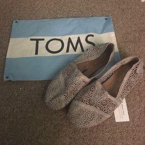 Women's silver chrochet Tom shoes