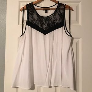 Flowy tank with lace