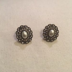 Francesca's Collections • pearl&gold stud earrings