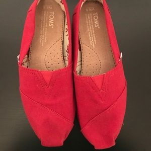 NEW Red Toms size 6.5