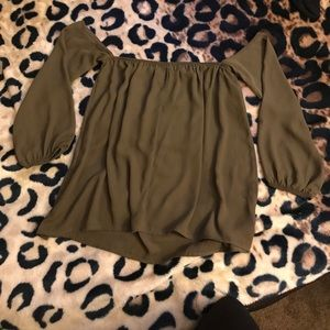 Green blouse with sleeves