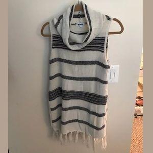 BB Dakota Turtleneck Sleeveless Sweater/ tunic S