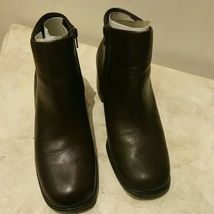 """Boots by """"White Mountain"""""""