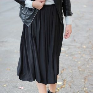 H&M Black Pleated Midi Skirt