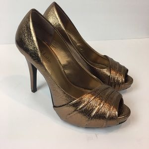 Kelly and Katie Women's Gold Heels Size 7.5