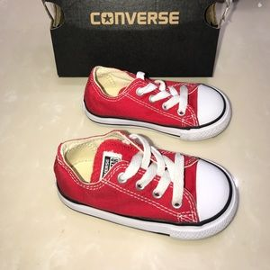 Like new Baby Converse tennis shoes Sz 6