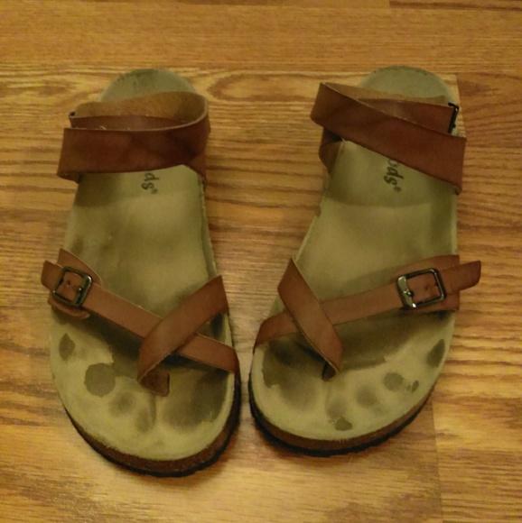 e85729048be7 Outwoods Shoes - Birkenstock Yara look-alike sandals