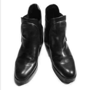 Shoes - Zara black leather Heeled Chelsea Boots