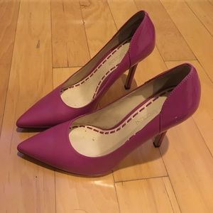 Fuschia pink dual-leather pumps