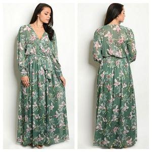 Dresses & Skirts - 🆕️ plus emerald floral maxi dress