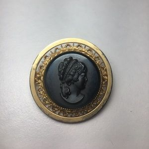 Jewelry - Vintage Gold Tone Black Glass Mourning Cameo Pin