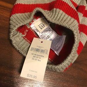26ca76c4ff5 GAP Accessories - (Host pick) Baby Gap boy winter hat   mittens set