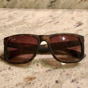 Ray-Ban Wayfarer Justin tortoise sunglasses