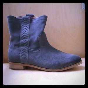 Toms Laurel Ankle Boot in Gray