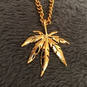 Gold leaf pendant chain necklace
