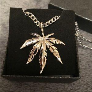 Sliver leaf Necklace
