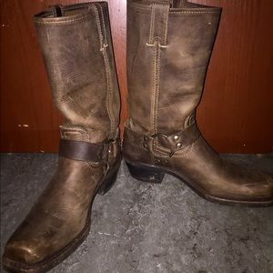 FRYE Harness 12 R boots in tan!!!!