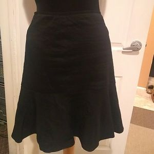 Elie Tahari stretch skirt with a flare bottom
