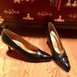 NINA Excellent condition Black Leather Heel