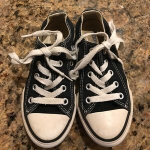 Low-top Black Converse All-Stars