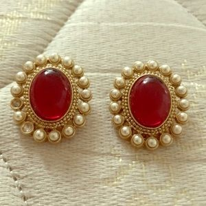 Jewelry - Fancy clip on earrings