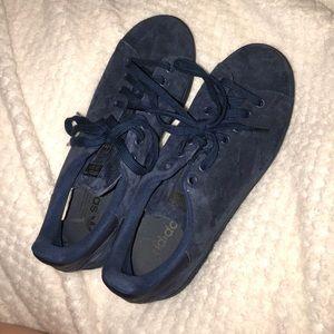 velvet navy blue stan smiths