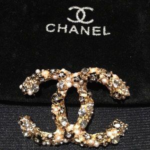 Jewelry - Designer inspired Broach