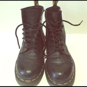 Size 6 women's dr marten shiny black leather