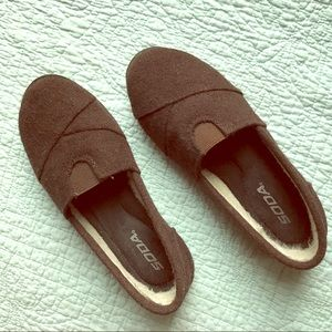 SODA brown wool slip-on flats with fuzzy lining