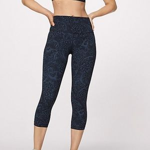 NWT - Lululemon Wunder Under Crop