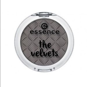 Essence The Velvets You're The Greytest Eyeshadow